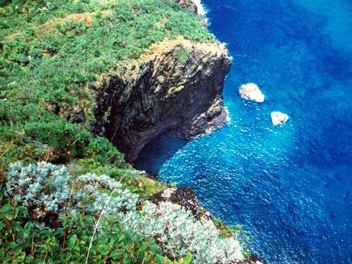 hanakapiai-hanakoa-spacerock-seacave.jpg