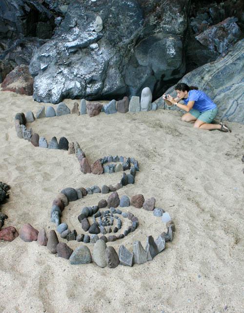 kalalaubeach-rock-garden-spiral-kristin.jpg
